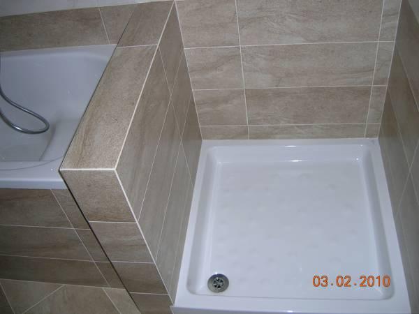 Formazione di nuovo muretto divisorio tra vasca e piatto doccia