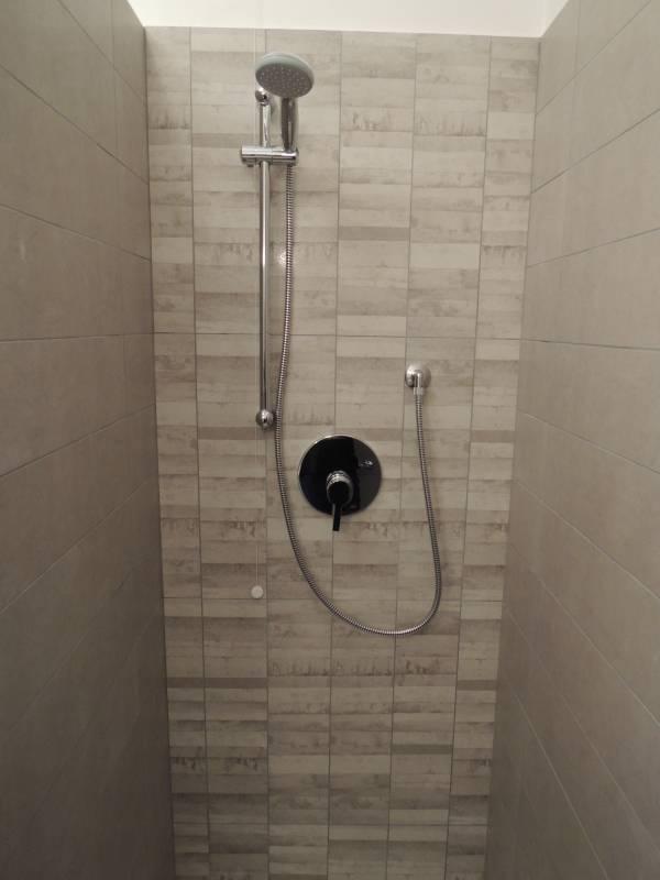 rivestimento doccia in gres