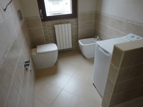 rifacimento bagno con sanitari a terra Ideal Standard Serie 21