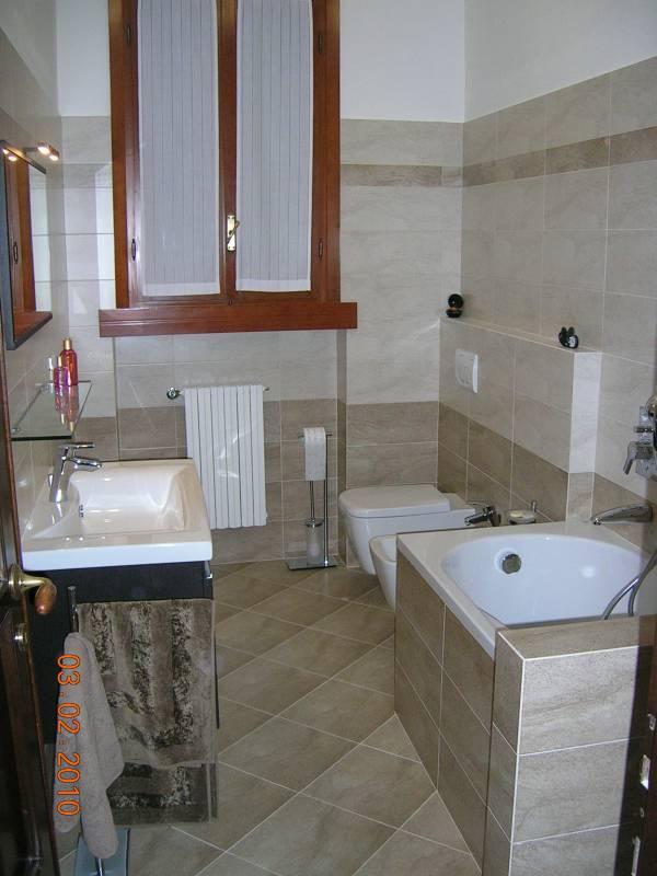 Ristrutturazioni complete di bagni - Bagno con muretto ...