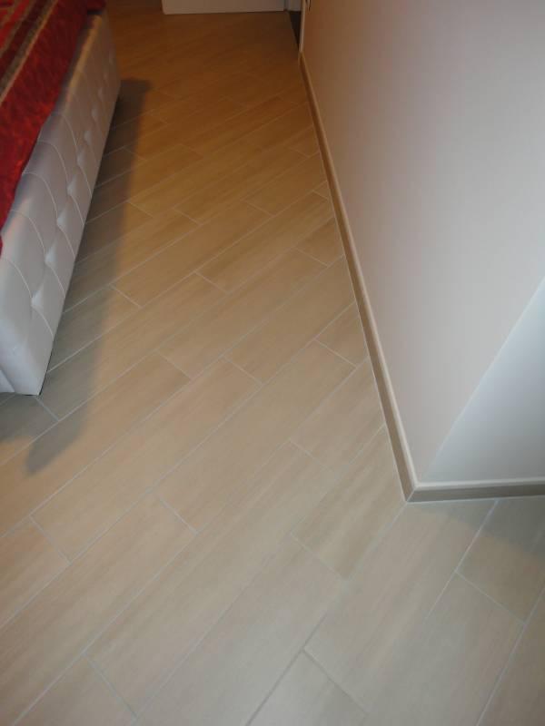 pavimento in gres porcellanato finto parquet