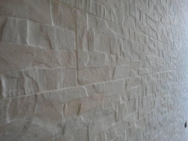 rivestimento pareti in gres finta pietra