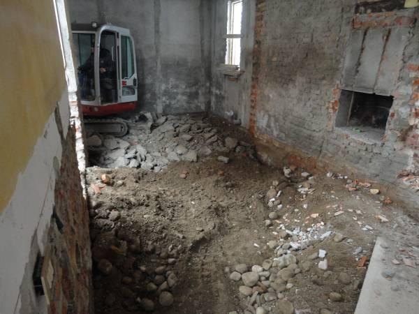 demolizione pavimento e sbancamento 60 cm