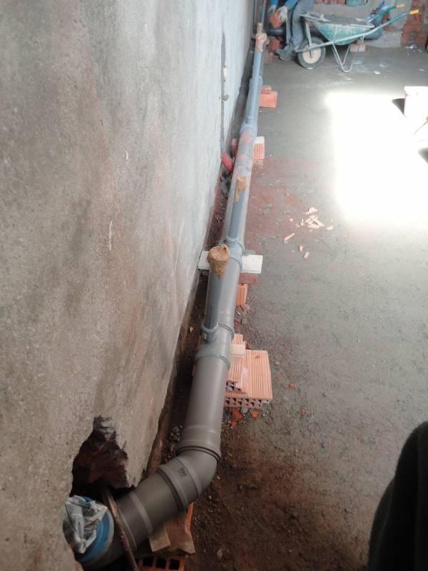 getto platea e posizionamento tubo fognatura
