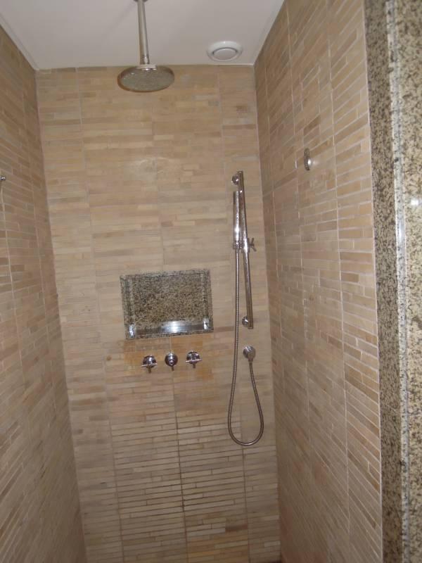 Bagno doccia in muratura yw59 pineglen - Immagini bagno in muratura ...